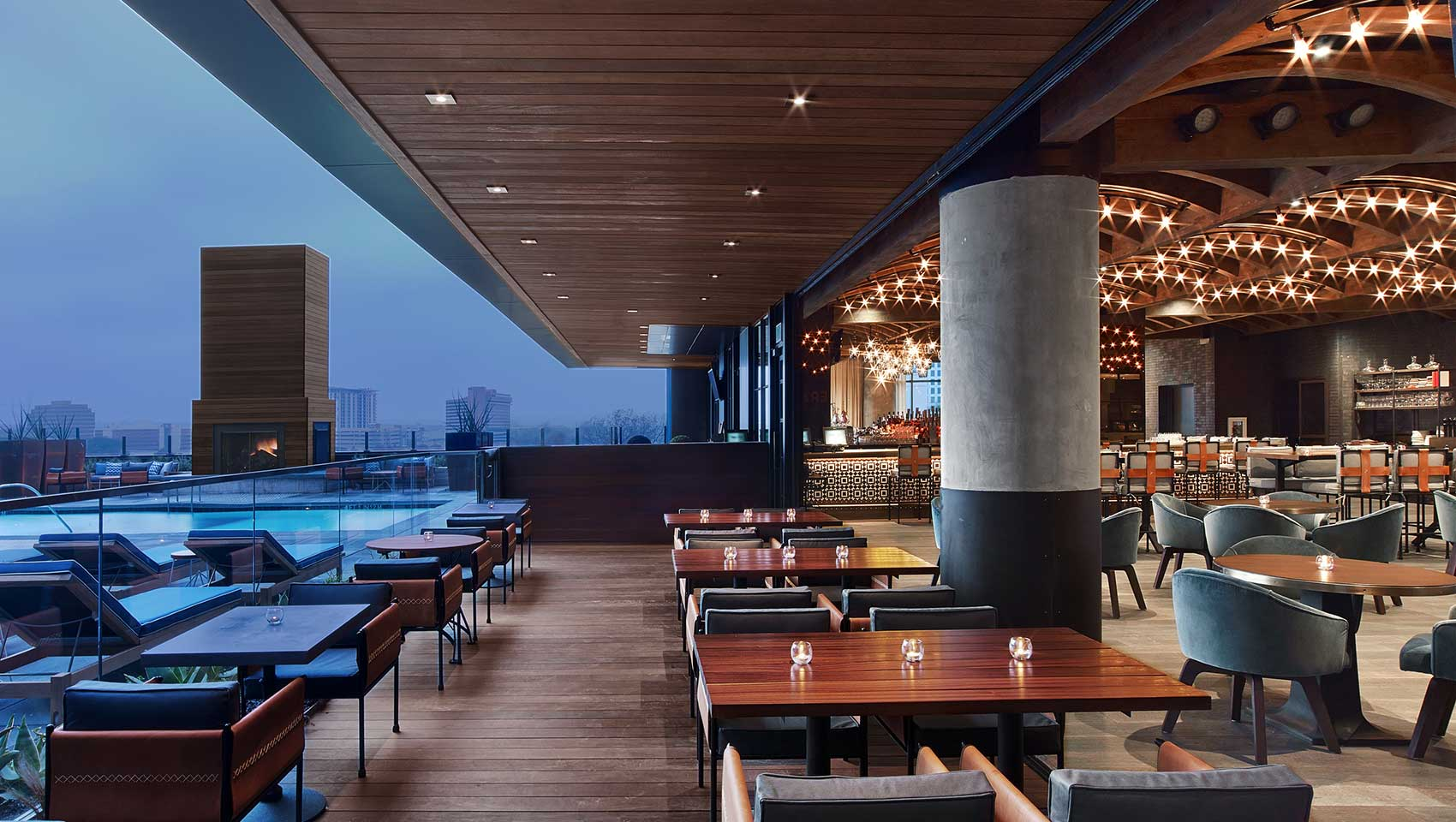 geraldines-outdoor-bar-and-pool-view-a77c1803